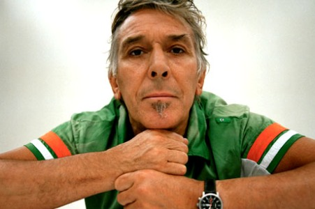 John Cale rielabora una nuova versione dell'album Music For A New Society. Guarda il video di Close Watch.