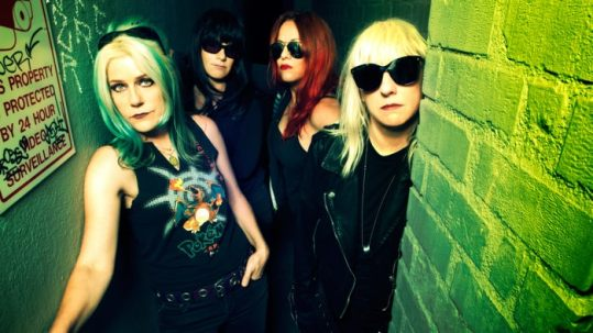 L7: guarda I Came Back To Bitch, il video del loro nuovo singolo.